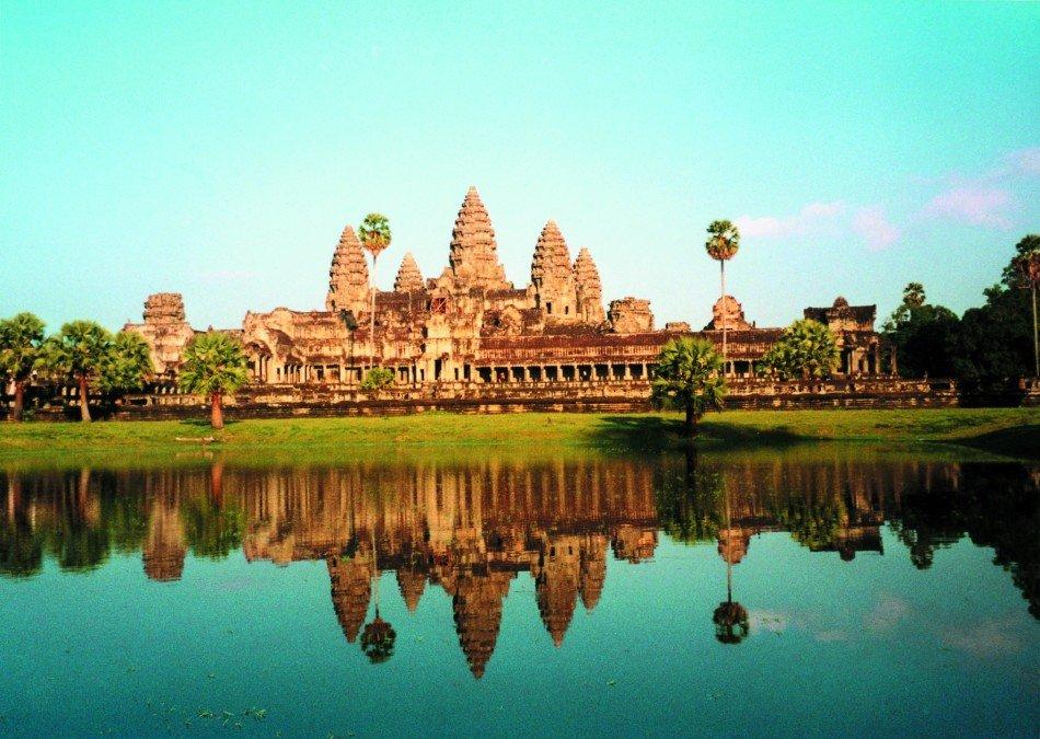 Angkor_from_Lake